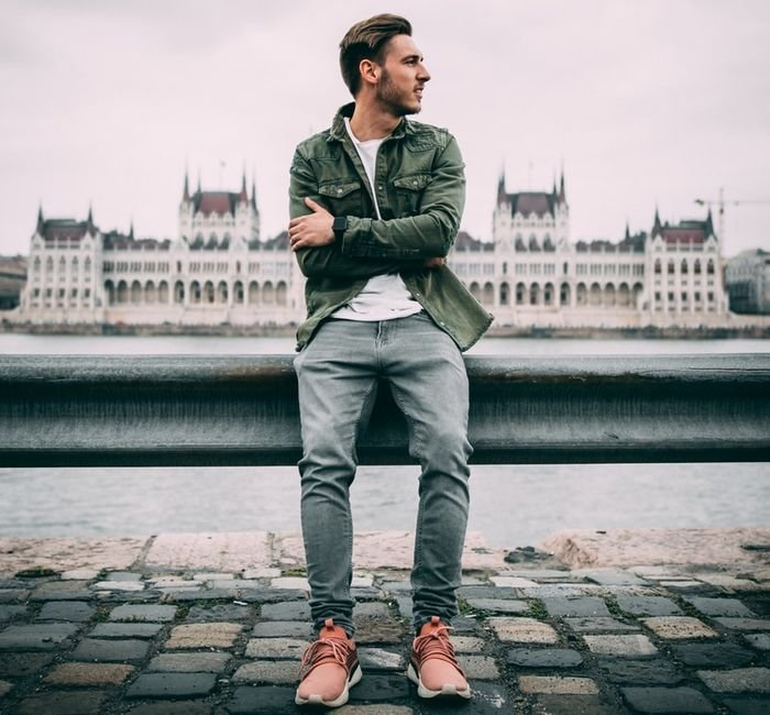 Photo of a guy with the Hungarian Parliament building, background framing