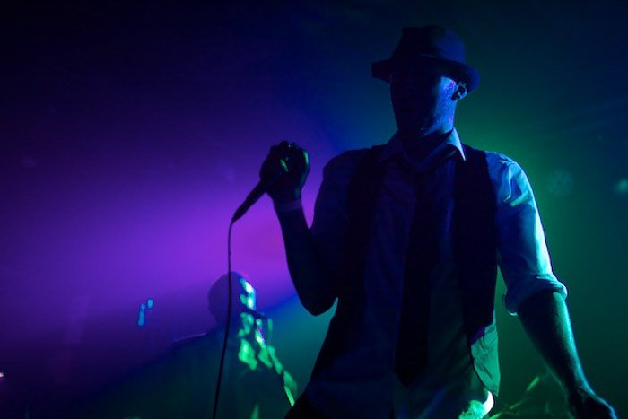 A concert photography shot demonstrating how to take good pictures in low light