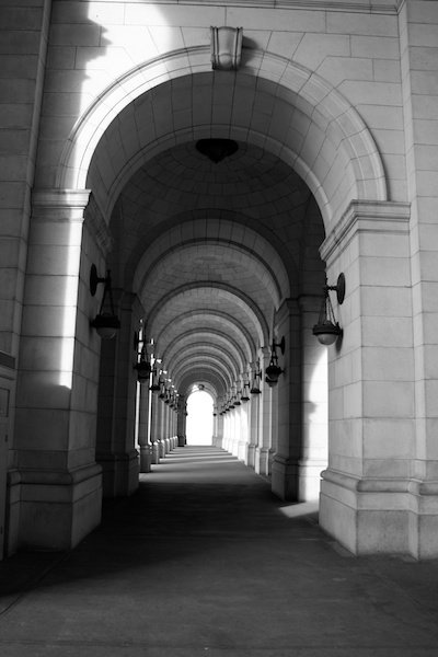 Black and white photo of an arch in a building