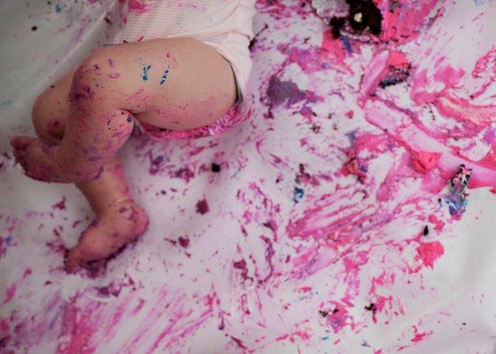 cake smash photos of a little girl