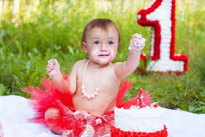 diy cake smash photos of a little girl