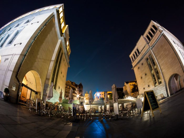 Fisheye Lens Photography: city square with buildings
