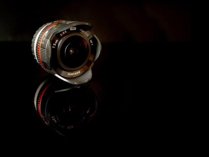 Samyang 7.5mm f/3.5 UMC MFT Fisheye with black background