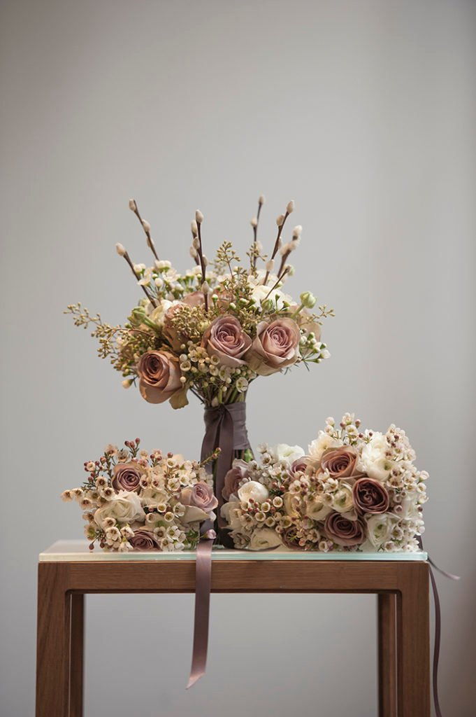 Photographing wedding details: Image of flower arrangement on table