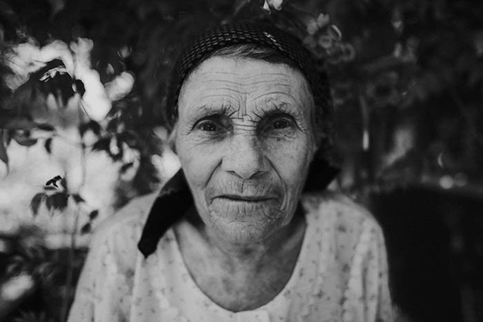 Black and white close-up of an old woman.