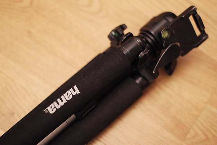 Tripod - Ideal for macro photography to reduce blur.