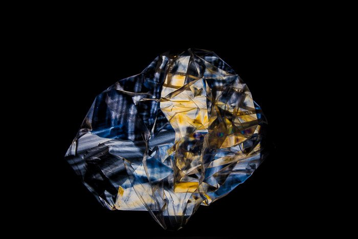 Gemstone sparkle effect from photoelasticity and a plastic bag