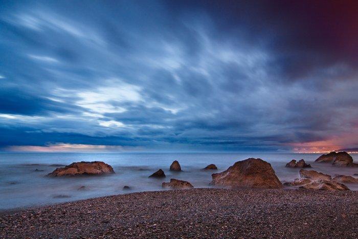 令人惊叹的风景摄影的海滩景色对蔚蓝的天空。