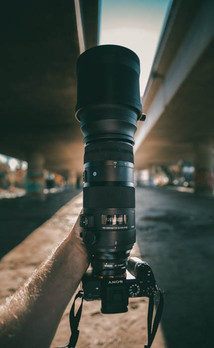 A DSLR with a large lens for street photography
