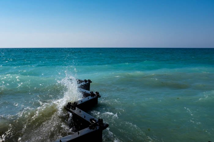 how to use lines and shapes in photography composition, illustrated by a seascape