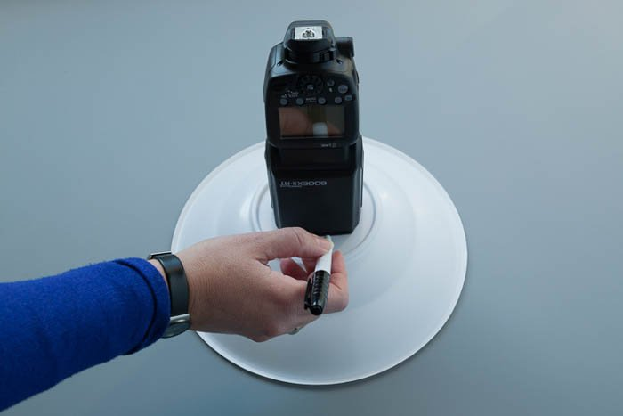 showing how to create a beauty dish out of plastic bowls