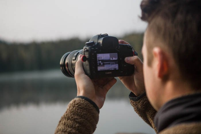 A close up of a photographer reading the histogram on his DSLR camera