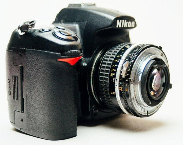 带有宏观摄影的倒车镜头的尼康DSLR相机
