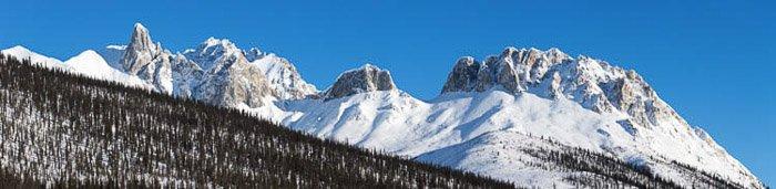 A stunning panoramic photo of an icy landscape at Brooks Range mountain range in Wiseman, Alaska
