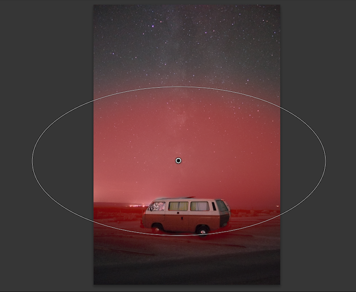 Reducing luminosity gradient above the horizon with a radial filter