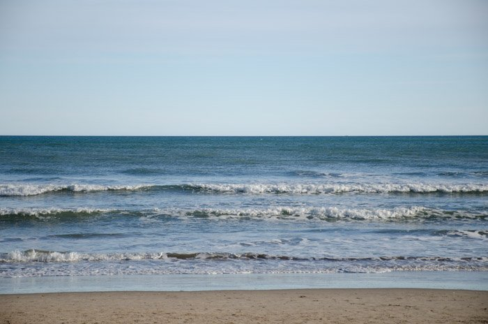 A photo of the sea shore shot without a polarizer filter.