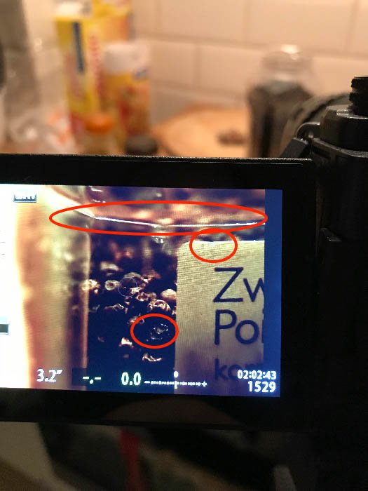 Camera display showing a jar of pepper highlighting the key borders - Macro photography tips