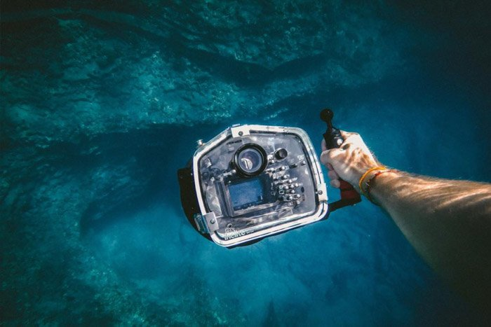 An underwater casing for underwater photography
