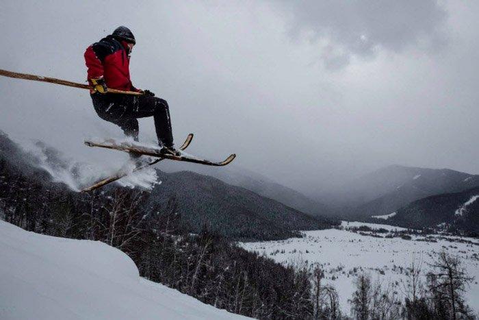 A photograph of a man skiing by Jonas Bendiksen.
