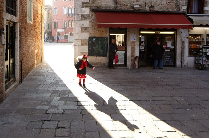 Dave Yoder street photography of a little girl in a town square. Famous photographers to follow online