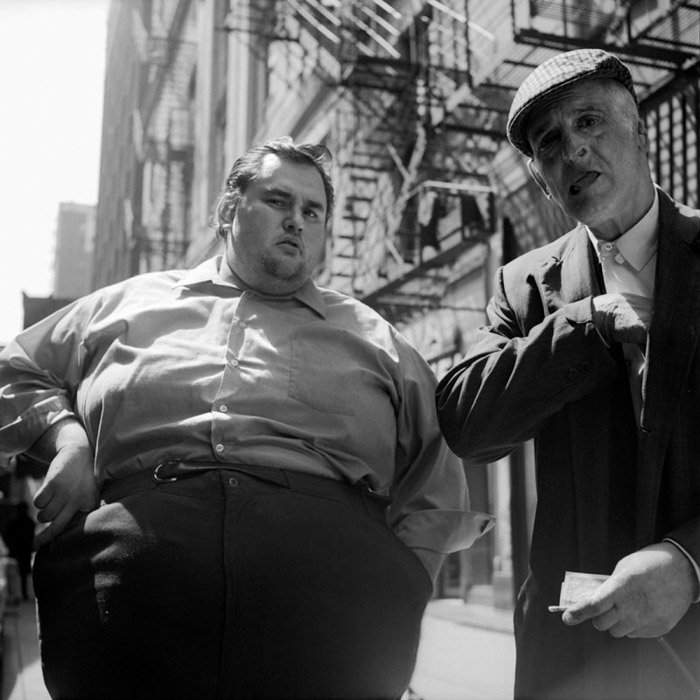 Vivian Maier Black and white street photography of two men, one fat and one skinny as a juxtaposition examples