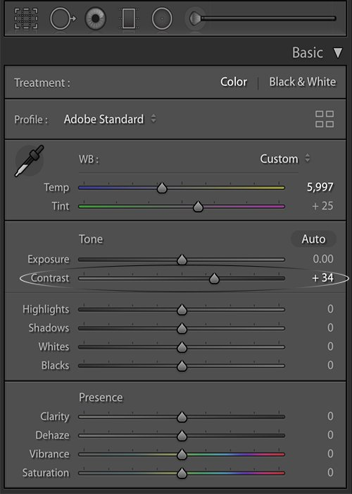 Adjusting the contrast slider in the basic panel of the develop module