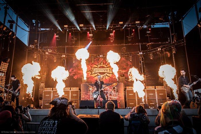 Concert photo of Godsmack on stage - tips for freelance photography