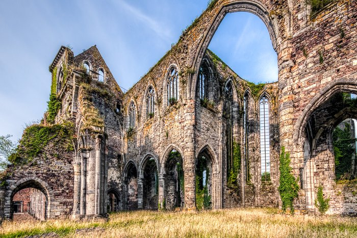A photograph of the ruin of Aulne Abbey.