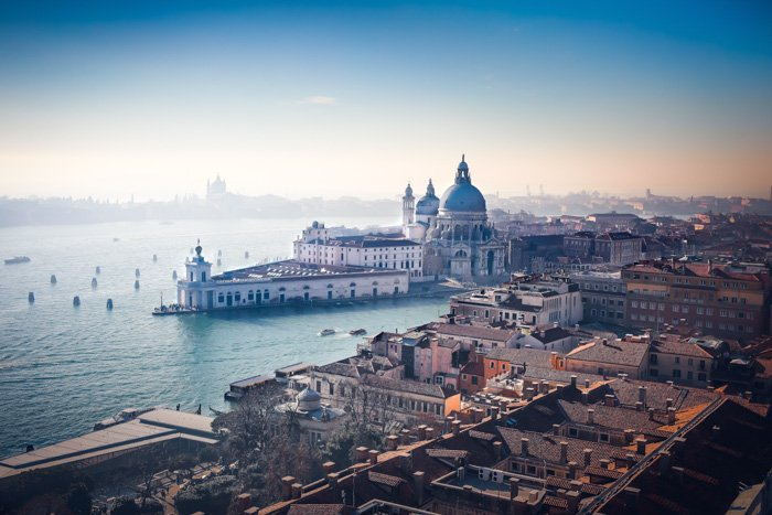 an image of a stunning coastal cityscape
