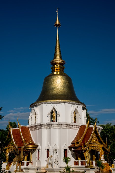 A beautiful Thai temple on a clear day
