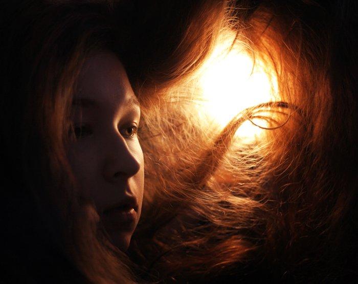 Atmospheric portrait of a female model - great selfie poses