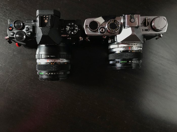 Top view comparison of a 28mm wide angle lens on the old OM-1 (right) and on the OM-D EM-5 Mk ii (left).