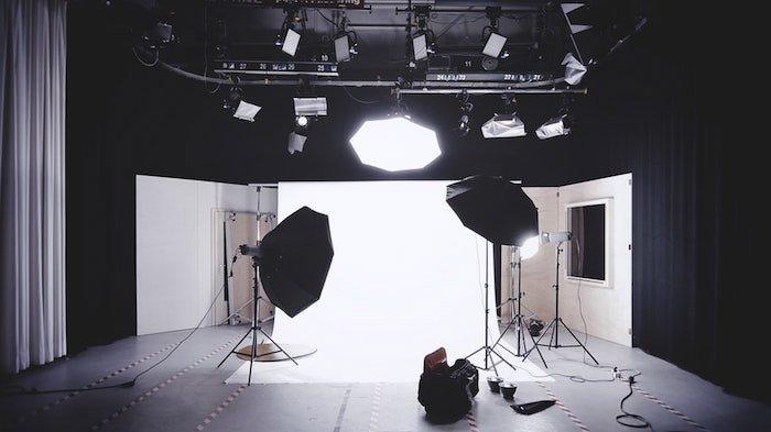 A professional photoshoot lighting setup