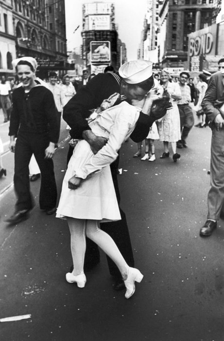 The Iconic photo of V-J Day In Times Square byAlfred Eisenstaedt
