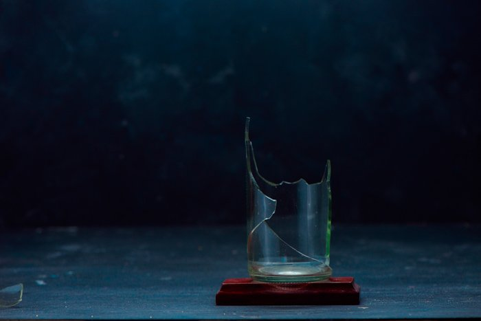 Setting up a creative exploding glass photo