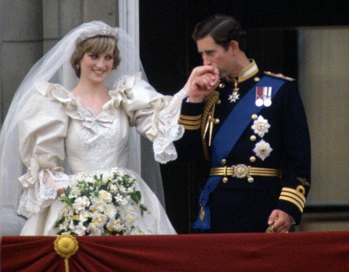 Wedding potrait of Prince Charles & Princess Diana, iconic photos byTim Graham