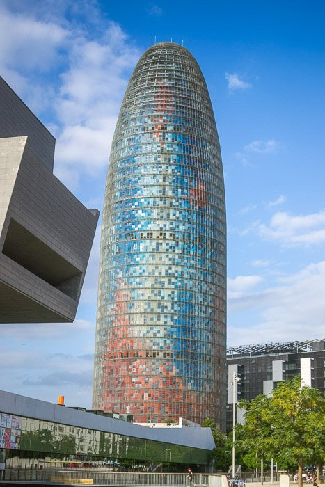 Correctly exposed image of the AGBAR tower in Barcelona. How to correct exposure in Lightroom