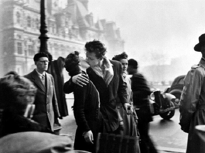 Le Baiser de l'hôtel de Ville (The Kiss) byRobert Doisneau