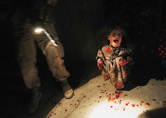 Iraqi Girl at Checkpoint - Chris Hondros (2005) Controversial images