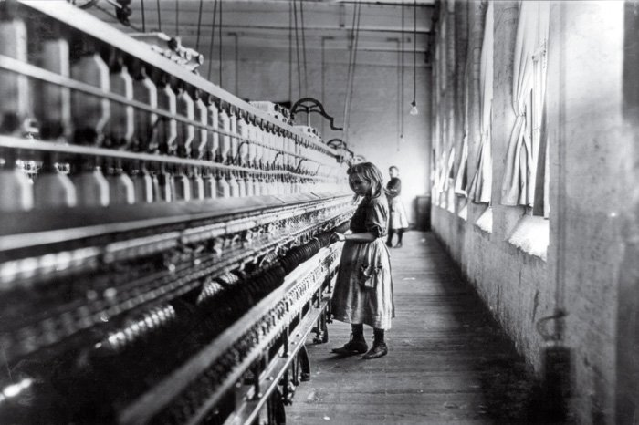 Cotton Mill Girl -Lewis Hine (1908)
