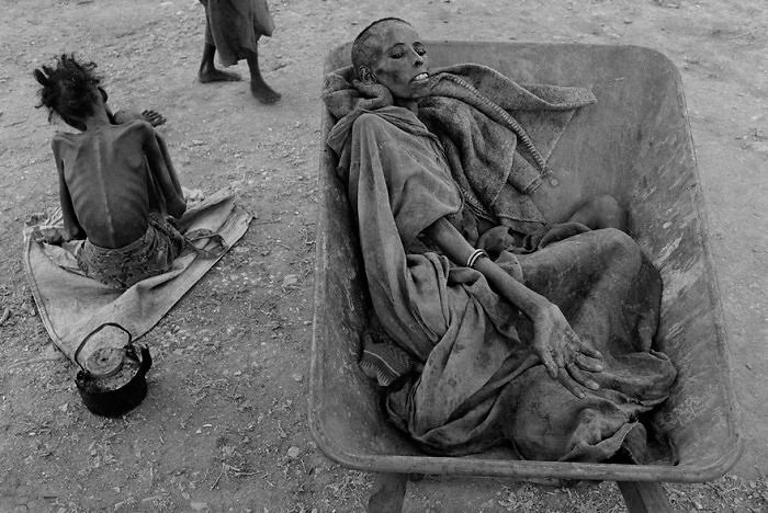 Famine in Somalia - James Nachtwey (1992) - controversial pictures