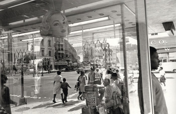 Iconic street photography by Lee Friedlander
