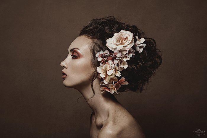 Atmospheric portrait of a female model by fine art photographer Ana Lora