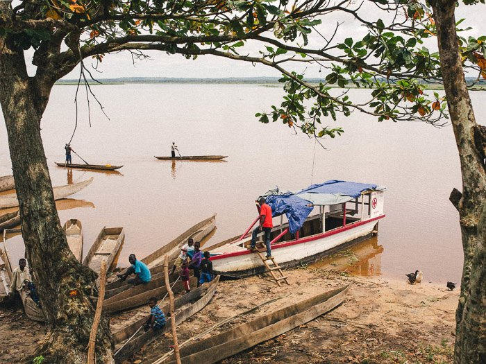 Boats on the edge of the water in India - how to get started in photojournalism