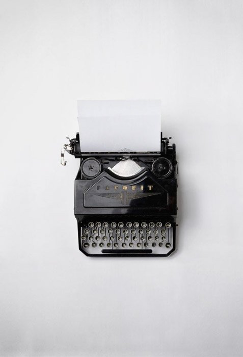 An overhead photo of a typewriter - Popular stock image on canva