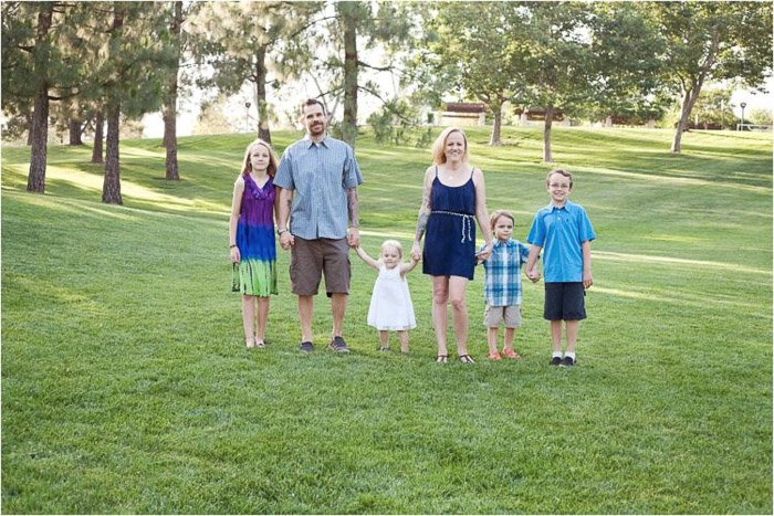 A family of six posing outdoors - take good photos of people