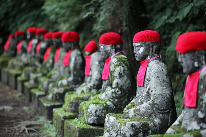 Lines of Buddha statues - best toyko photo spots