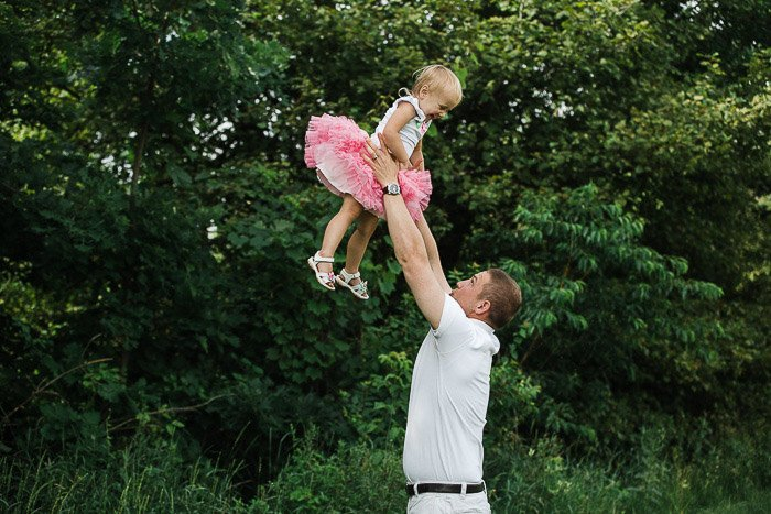 bright and airy outdoor family photo ideas