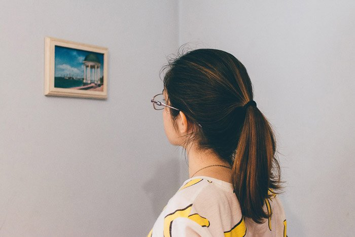 A girl looking at a painting in a gallery - How to Use Smart Objects in Photoshop