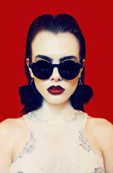 Striking porttrait of a femal model in sunglasses -fashion photography ideas